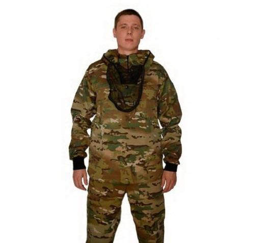 На фото представлен мужская летняя модель противомоскитного костюма цвета камуфляж