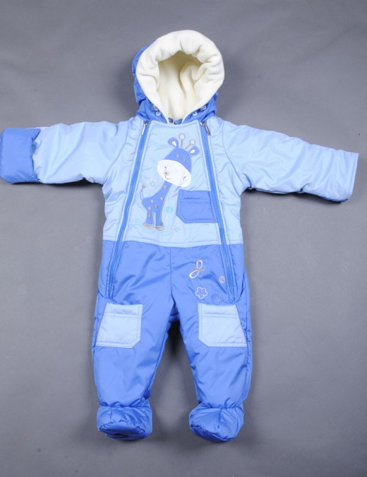 Детский зимний комбинезон на фото