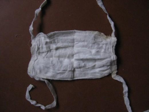 На снимке один из видов ватно-марлевых повязок