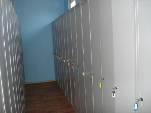 На снимке представлен шкаф для спецодежды Мастер