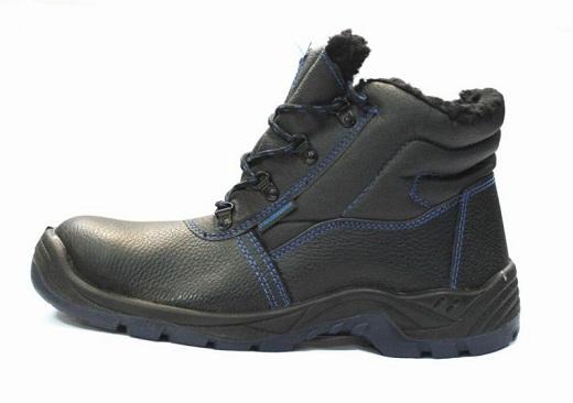 На снимке мужские утепленные ботинки