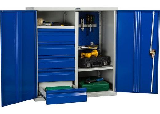 Металлический шкаф для инструментов на фото