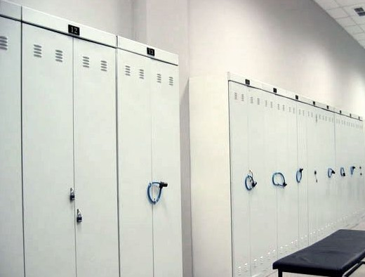 Металлические шкафы для спецодежды на фото