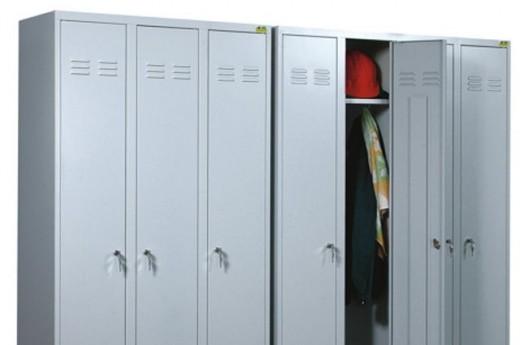 На фото шкафы для спецодежды, которые могут использоваться в быту