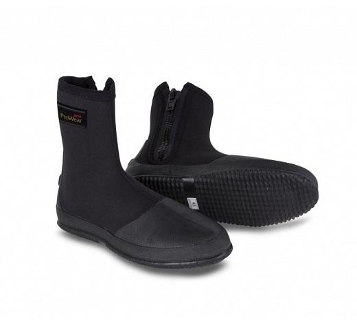 На фото ботинки для вейдерсов производства «Rapala»