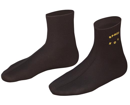 На фото представлены носки, выполненные из неопрена