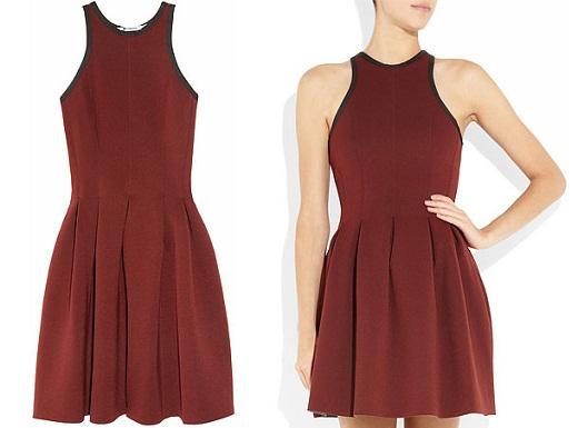 На фото представлено платье, выполненное из неопрена