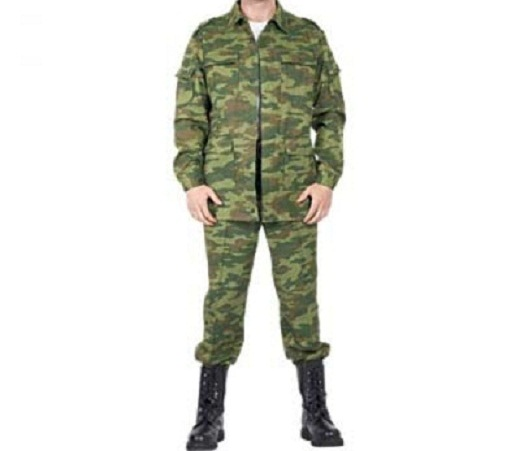 На фото представлен камуфляжный костюм из саржи «Полевой»