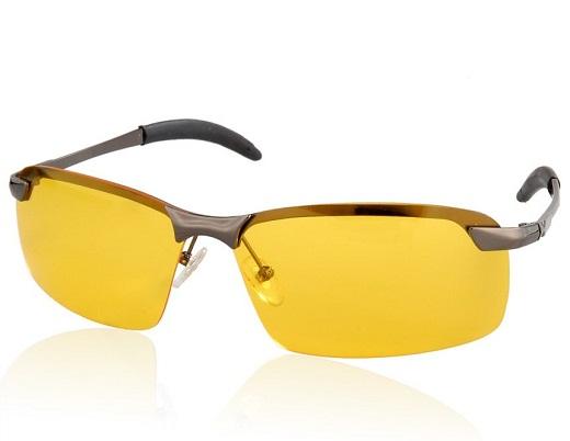 На снимке представлены очки с желтыми линзами, предназначенные для вождения