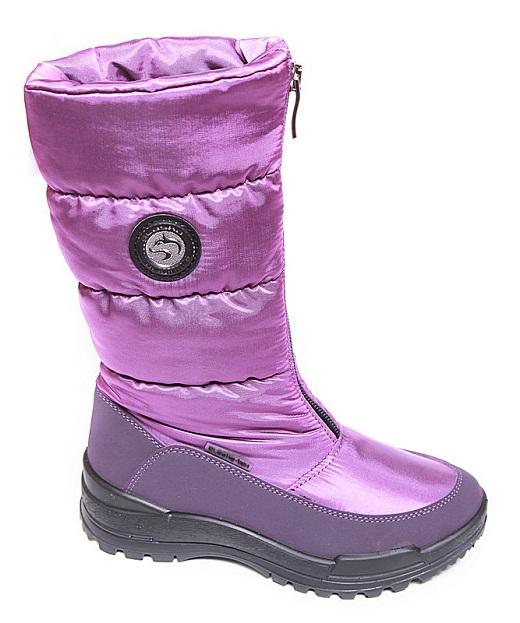 На снимке зимняя мембранная обувь для женщин