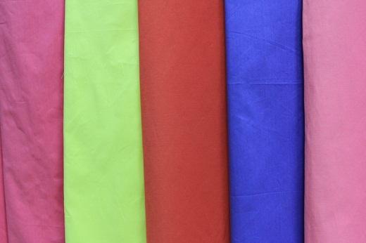 На фото поплин в разных цветах