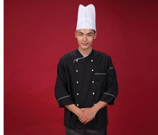 На снимке представлен рабочий костюм шеф-поваров