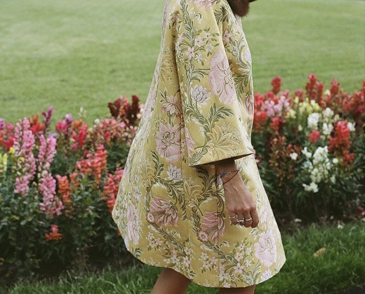 Пальто из жаккардовой ткани на фото
