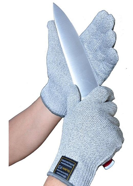 На снимке перчатки хирургические противопорезные