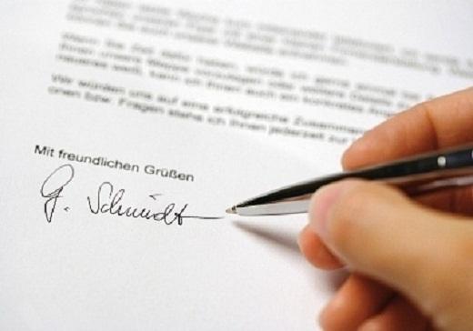 В лтсутствие руководства право подписи документов передается сотрудникам на основании доверенности